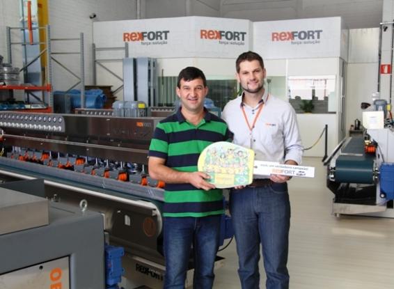 REXFORT entrega carro da promoção Seleção de Prêmio Show de Bola